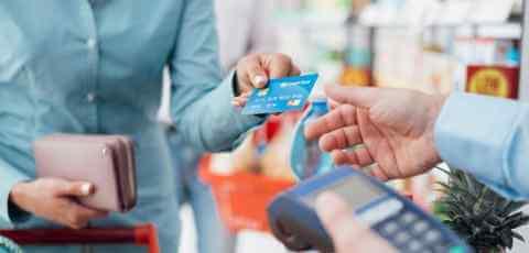 creditcard_spending_503419588.jpg